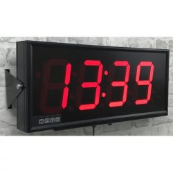 F6-4C-H - 4 digit red clock