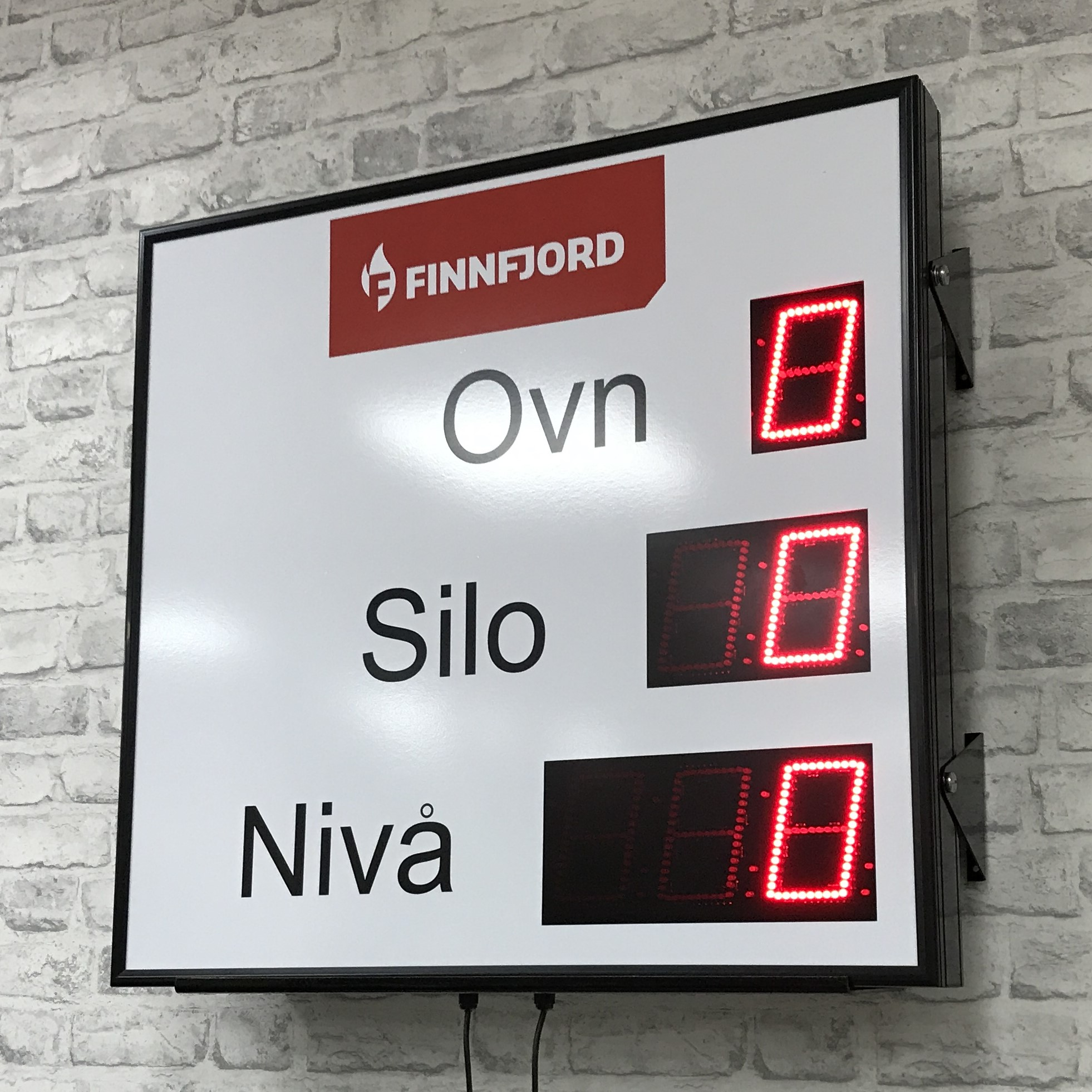 Outdoor display with 102mm high digits